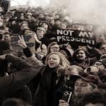 گسترش اعتراضات علیه ترامپ و دست و پا زدنهای حزب دمکرات برای مهار آن